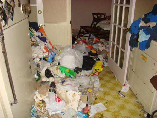 house-in-total-mess (25)