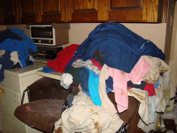 house-in-total-mess (26)