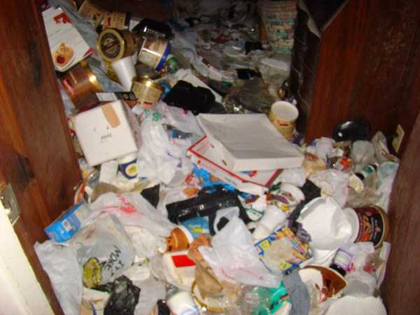 house-in-total-mess (27)