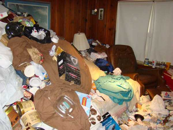 house-in-total-mess (29)