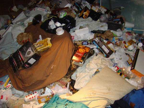 house-in-total-mess (31)