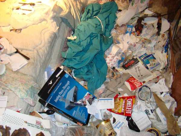 house-in-total-mess (33)