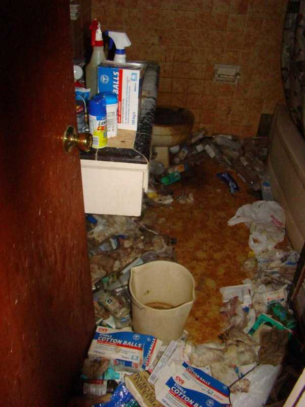 house-in-total-mess (35)