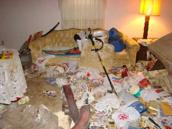 house-in-total-mess (4)