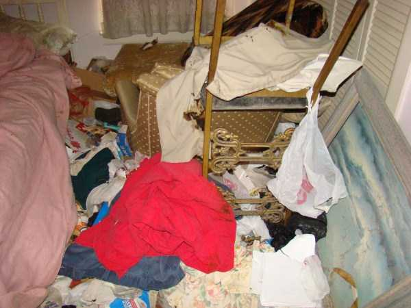 house-in-total-mess (43)