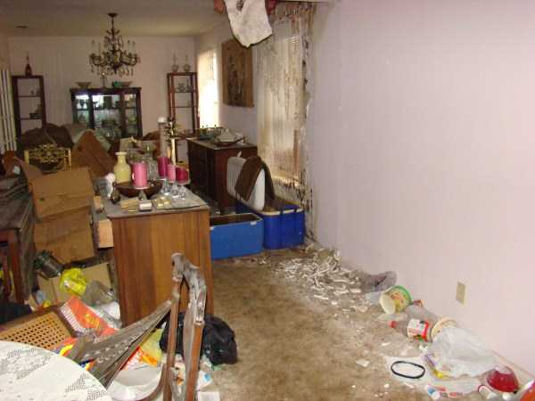 house-in-total-mess (6)