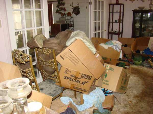 house-in-total-mess (8)