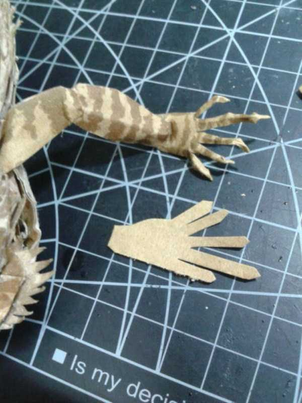 lifelike_bearded_dragon_made_out_of_cardboard (11)