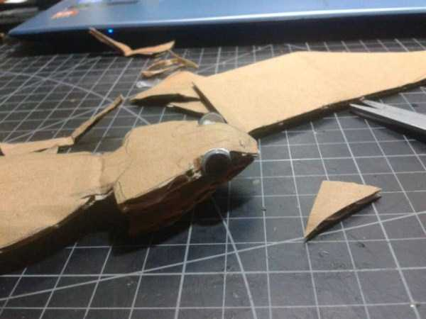 lifelike_bearded_dragon_made_out_of_cardboard (3)