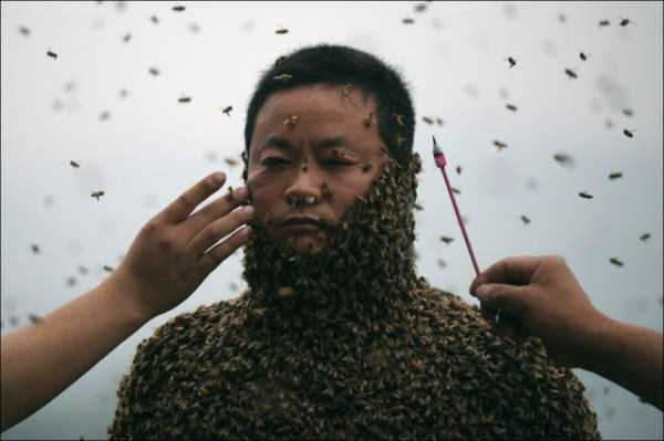 man-covered-with-bees (5)