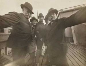 Selfies from the Past (25 photos) 1