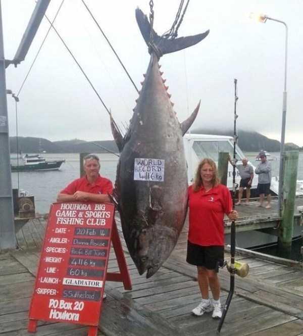 woman-catches-a-big-tuna-fish-6