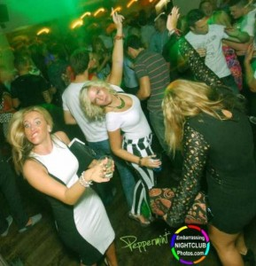 Hilariously Odd Nightclub Moments (20 photos) 14