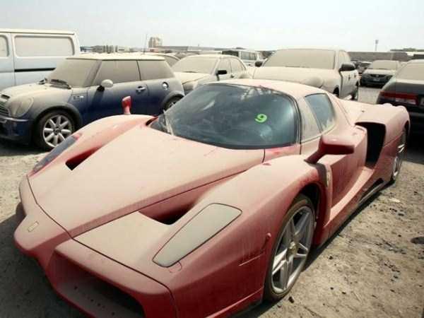 abandonado carros de luxo em Dubai 1 abandonado e esquecido Supercars em Dubai (27 fotos)