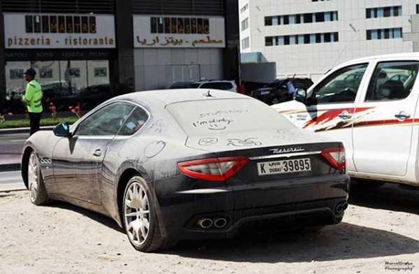 carros de luxo abandonados em dubai 12 abandonado e esquecido Supercars em Dubai (27 fotos)