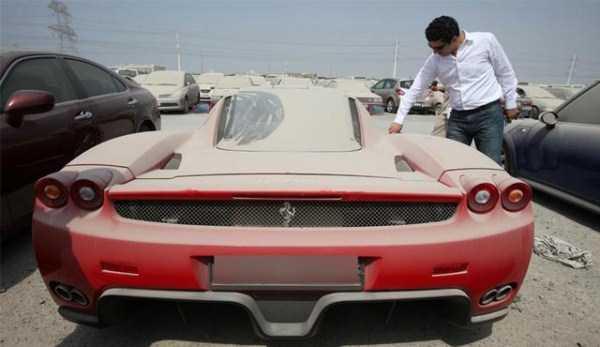 carros de luxo abandonados em dubai 15 abandonado e esquecido Supercars em Dubai (27 fotos)