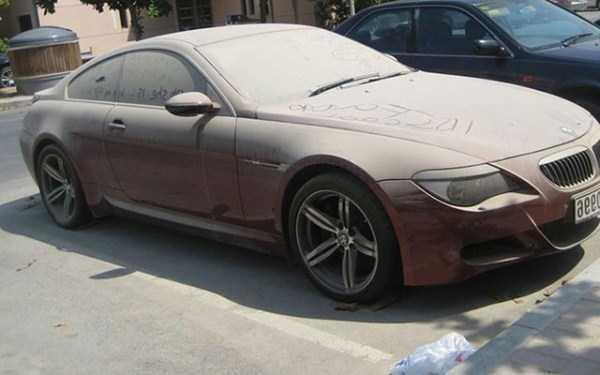 abandonado carros de luxo em Dubai 2 abandonados e esquecidos Supercars em Dubai (27 fotos)