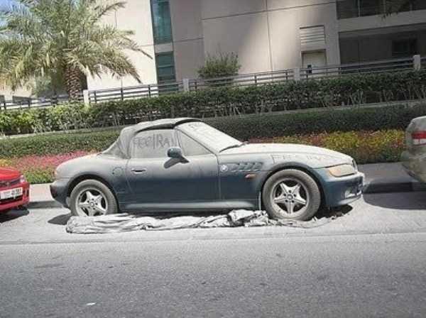carros de luxo abandonados em dubai 20 abandonado e esquecido Supercars em Dubai (27 fotos)