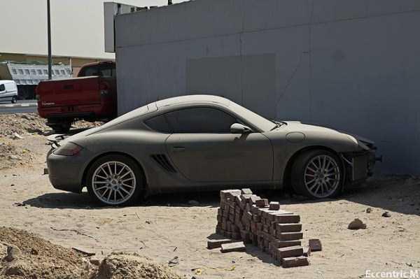 abandonado carros de luxo em Dubai 3 abandonado e esquecido Supercars em Dubai (27 fotos)