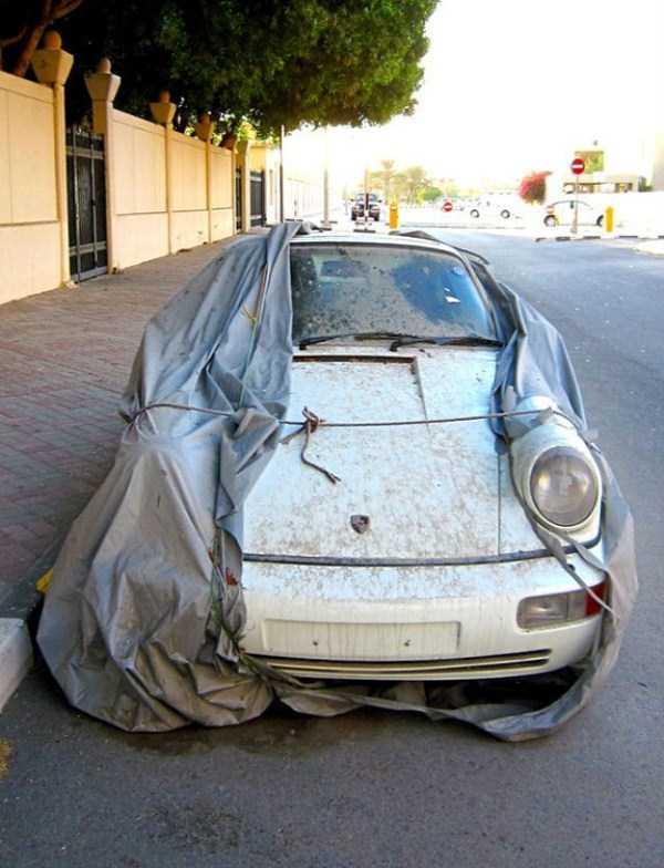 abandonado carros de luxo em Dubai 5 Supercars abandonada e esquecida em Dubai (27 fotos)