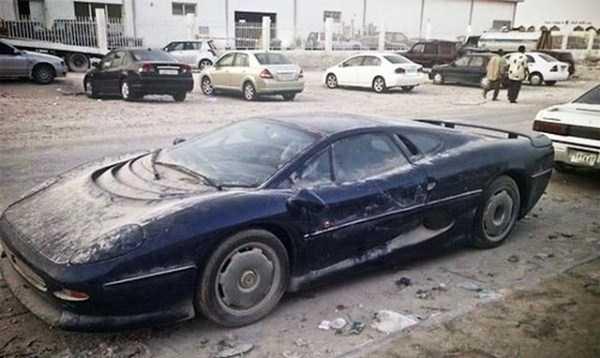 abandonado carros de luxo em Dubai 8 Supercars abandonada e esquecida em Dubai (27 fotos)