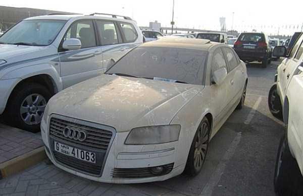 abandonado carros de luxo em Dubai 9 abandonado e esquecido Supercars em Dubai (27 fotos)