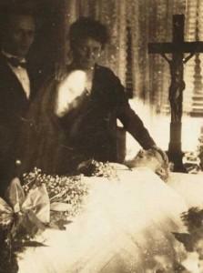 Really Creepy Photos From 1920's (23 photos) 21