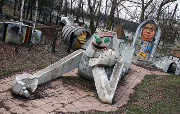 creepy-playgrounds (38)