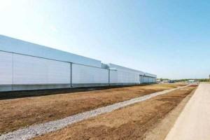 Facebook's Massive Data Center (22 photos) 1