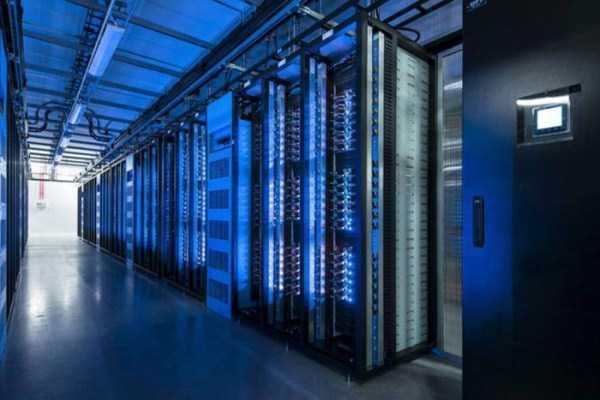 facebook data center 13 Facebooks Massive Data Center (22 photos)