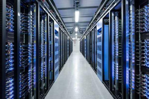 facebook data center 14 Facebooks Massive Data Center (22 photos)
