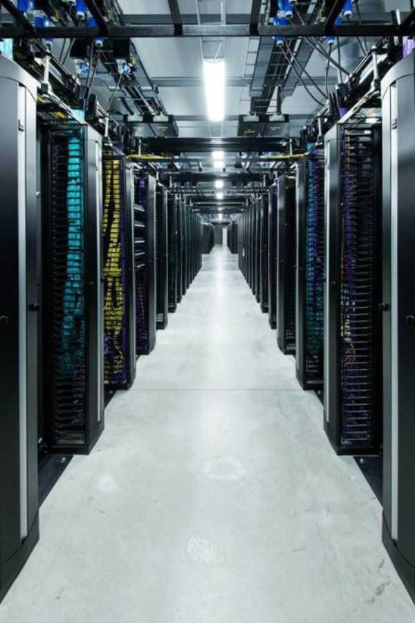 facebook data center 15 Facebooks Massive Data Center (22 photos)