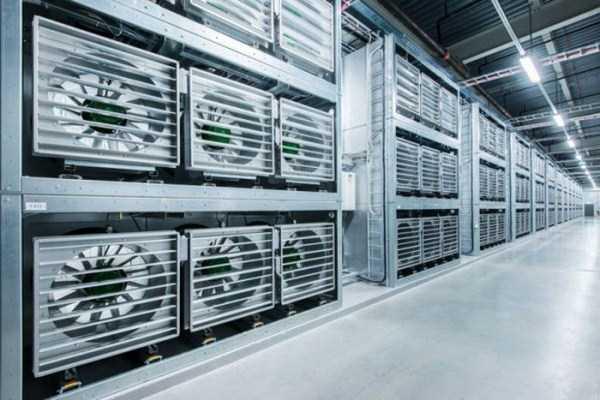 facebook data center 6 Facebooks Massive Data Center (22 photos)