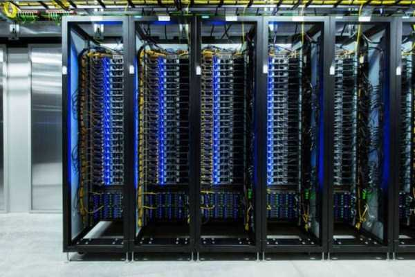 facebook data center 8 Facebooks Massive Data Center (22 photos)