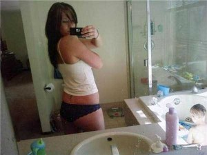 Inappropriate Selfies Taken by Moms (34 photos) 21