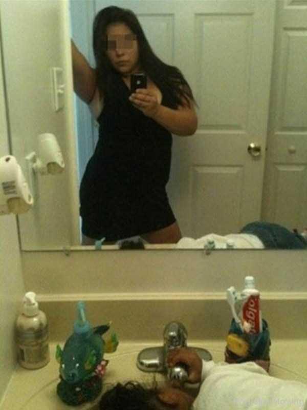 Inappropriate Selfies Taken By Moms 34 Photos  Klykercom-6588