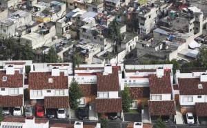 The Difference Between Wealthy And Poor Neighbourhoods In Mexico (4 photos) 3