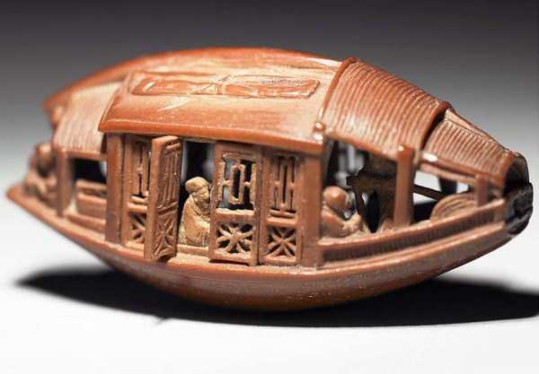 Incredibly Detailed Tiny Boat Sculpture Carved Out of One Olive Pit (4 photos) 3