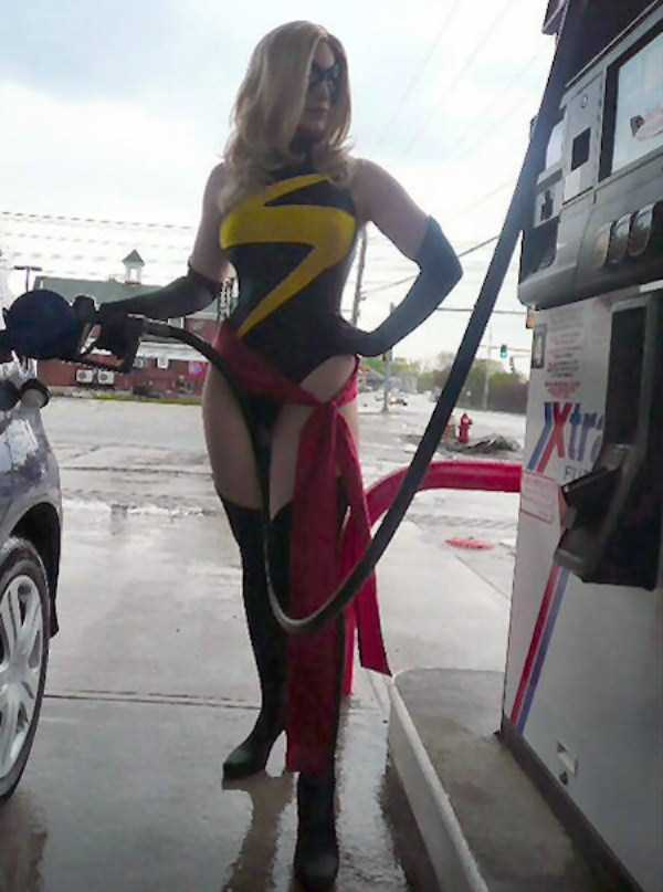 weird-people-at-gas-stations (13)