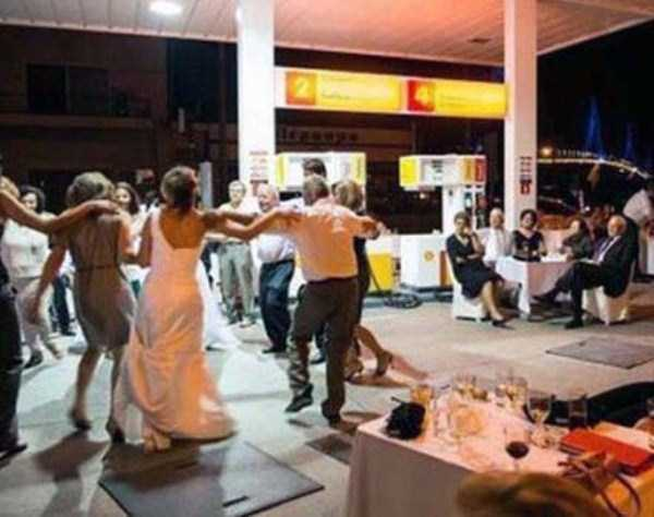 weird-people-at-gas-stations (26)
