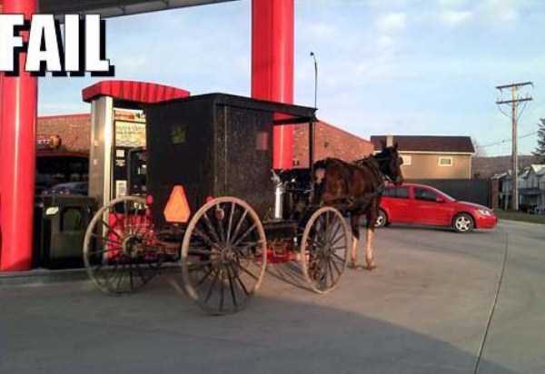 weird-people-at-gas-stations (4)
