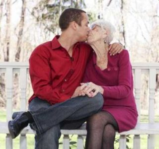 Meet 31-Year-Old Man And His 91-Year-Old Girlfriend (9 photos)