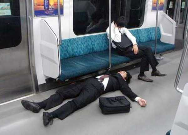 japanese-businessmen-pass-out (1)