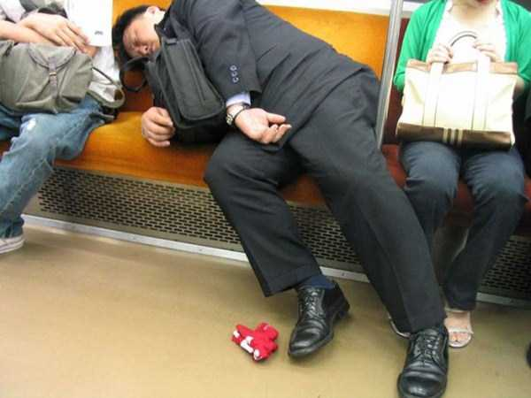 japanese-businessmen-pass-out (10)