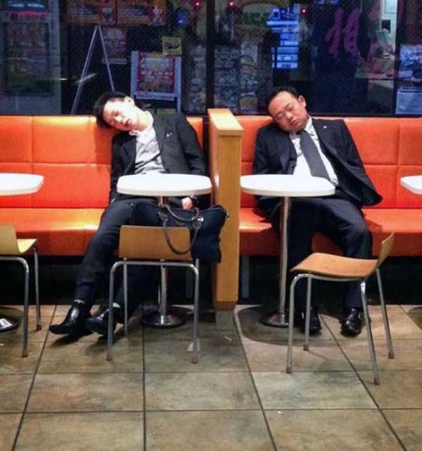 japanese-businessmen-pass-out (12)