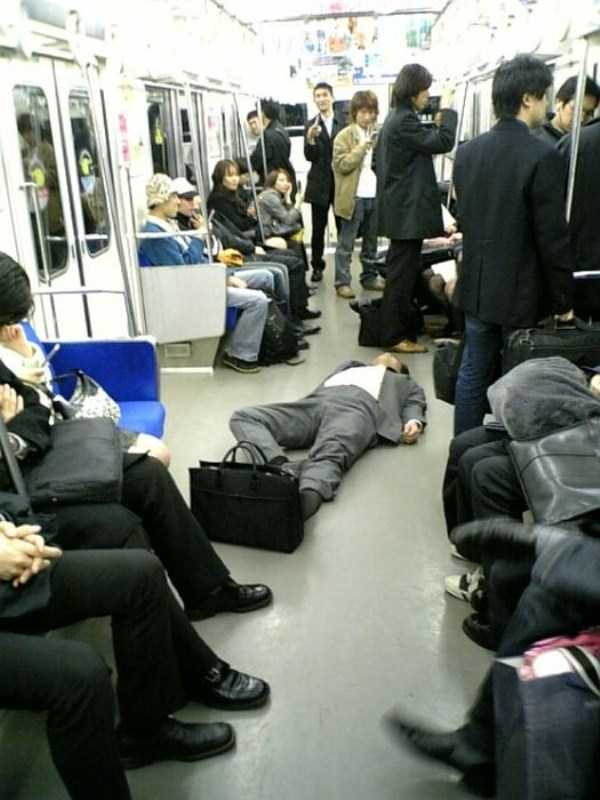 japanese-businessmen-pass-out (13)