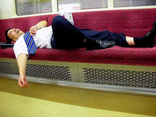 japanese-businessmen-pass-out (19)