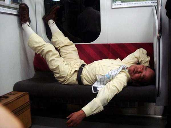 japanese-businessmen-pass-out (2)