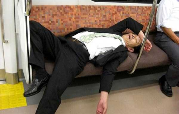 japanese-businessmen-pass-out (21)