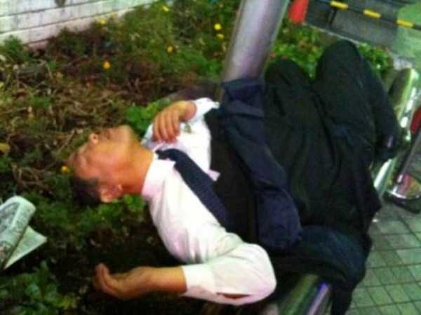 japanese-businessmen-pass-out (24)
